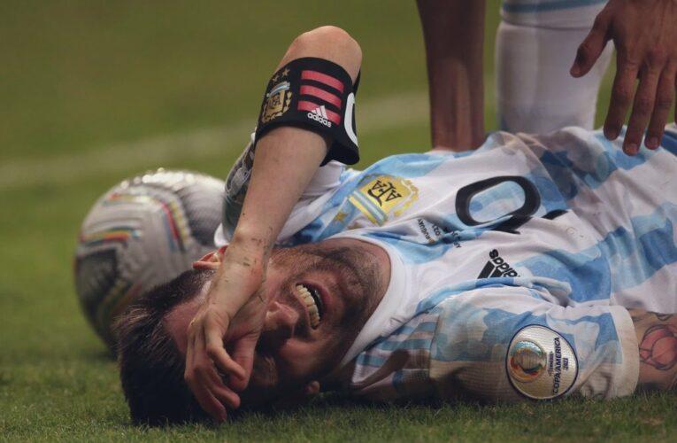 """Messi kiệt sức """"gánh team"""" giúp Argentina hạ Uruguay"""