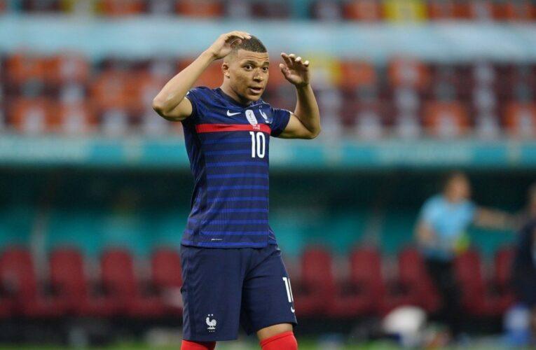 Kylian Mbappe không bị tuyển Pháp oán trách sau pha sút lỗi ở loạt sút luân lưu