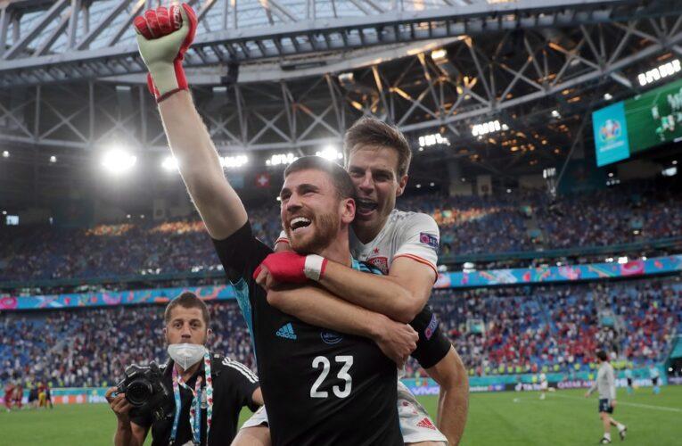 Unai Simon nhận giải Cầu thủ hay nhất trận