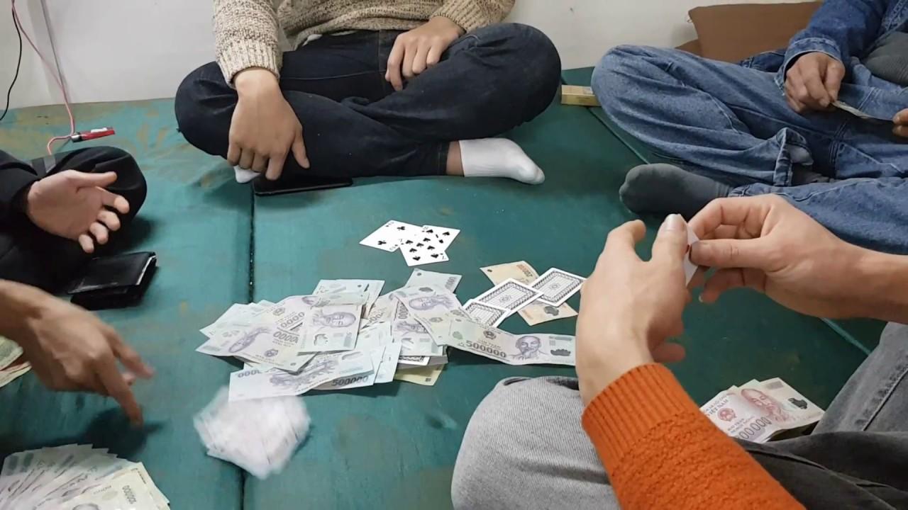 tụ tập đánh bài