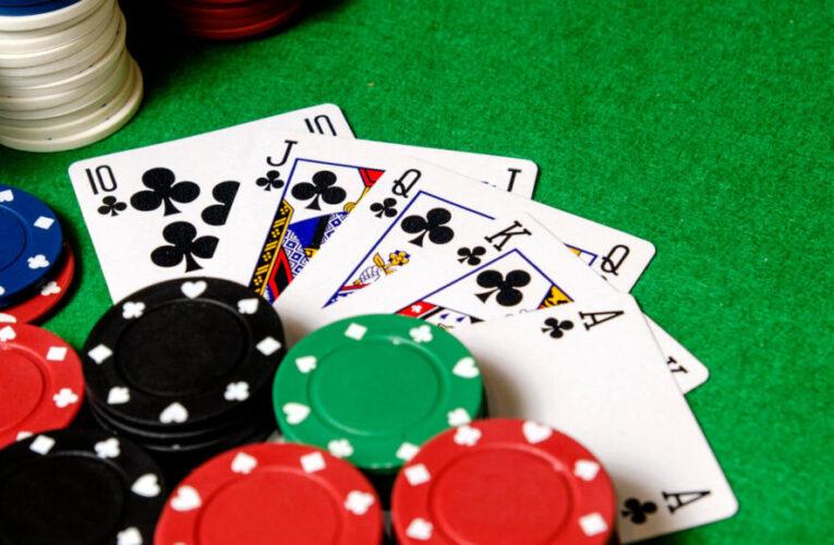 Bất chấp lệnh cấm 18 người tụ tập đánh bạc