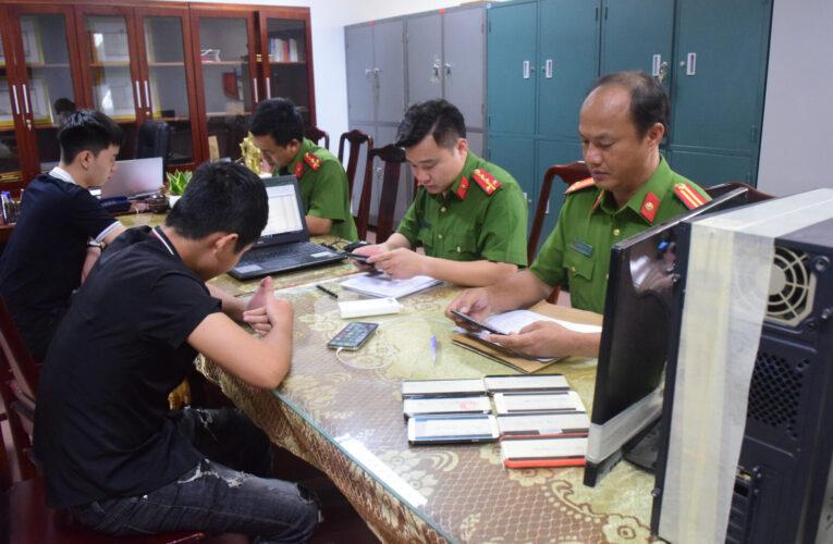 Lãnh đạo xã đánh bài ngay tại trụ sở UBND xã